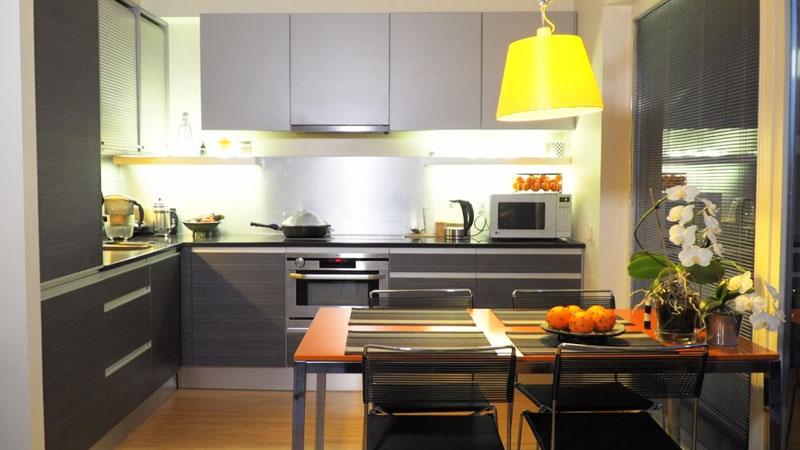Kogenud sisekujundaja kodune köök