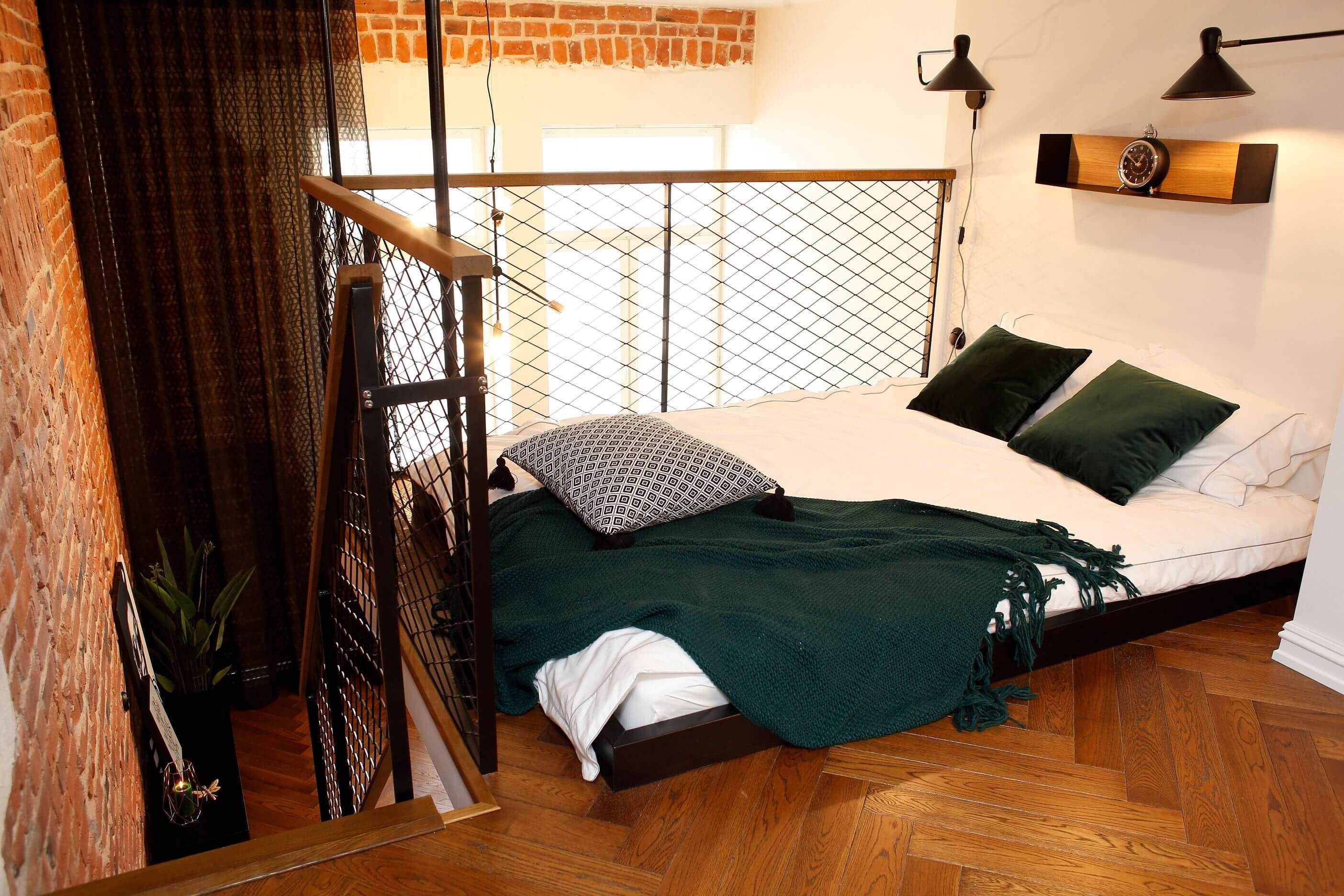 loft-teise-korruse-magamistuba-punane-tellis-Lilia-Kristianson-sisekujundus-avangard